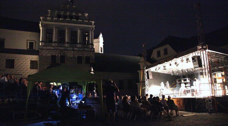 Divadelní festival Pernštejn(l)ove - zámek Pardubice